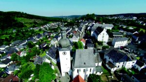Ansicht auf die Altstadt von Arnsberg, der Glockenturm ist im Vordergrund zu sehen.