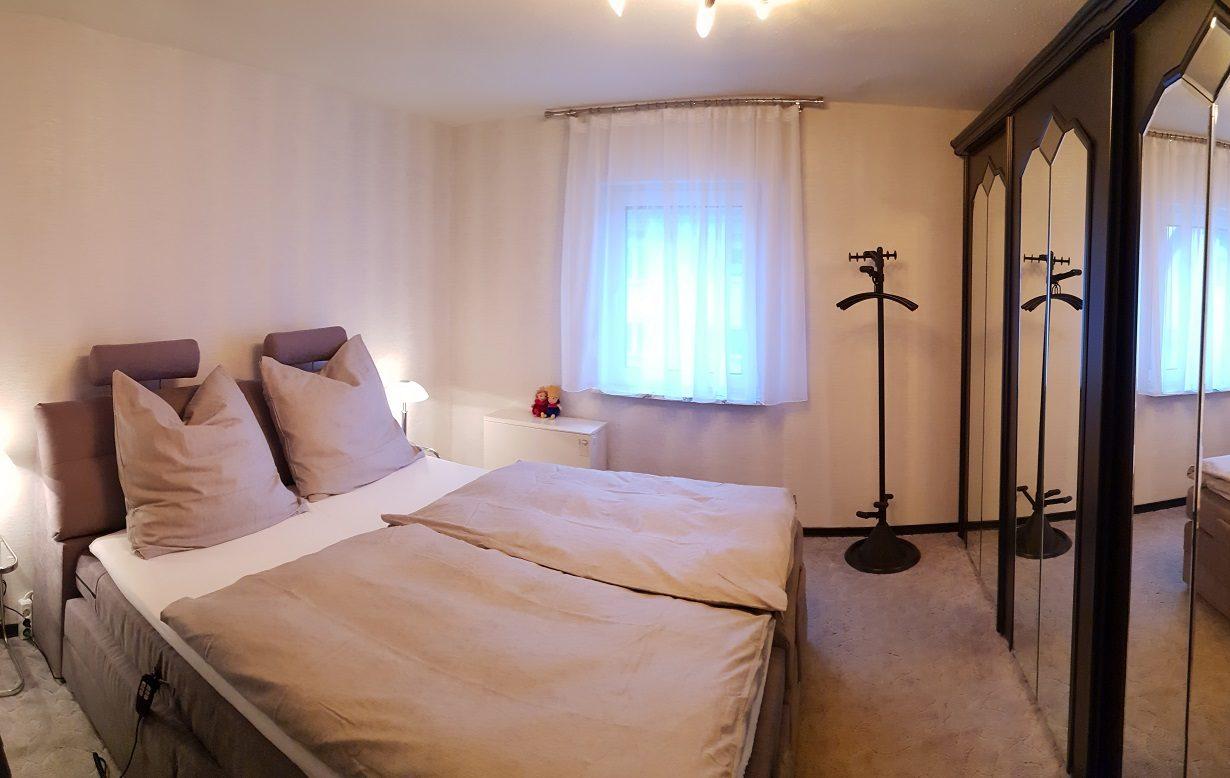 ferienwohnung-arnsberg-sauerland-volker-drews-klimatisiert-klimaanlage-ruhrtalradweg-uebernachtung-arnsberger-wald-wandern-schlafzimmer-1